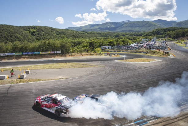 Mad Mike Whiddet battles Andy Gray in the top 32 battles at the formula drift championship Ebisu circuit, Ebisu Japan on June 11, 2017 // Miles Holden / Red Bull Content Pool // P-20170613-00463 // Usage for editorial use only // Please go to www.redbullcontentpool.com for further information. //